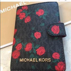 MICHAEL KORS  PASSPORT CASE NWOT